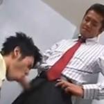 職場でノンケな部下をレイプする上司のゲイ動画