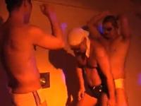 ガチムチのセクシーなダンスに発情してから乱交ゲイセックス