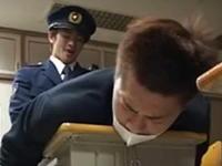 ゲイの警察官に捕まりアナルを陵辱される男子高校生