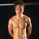 若者たちの鍛え上げられた肉体を堪能するゲイ動画