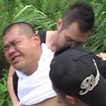 ゲイカップルの青姦を覗いてたら見つかって犯されるデブ