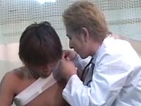 イケメンな医師と患者の学生が診察室でいい事してると思い込んで暴走するゲイ