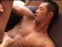 体育会系日本男児が射精して勢いよく飛び散る精液