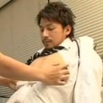 イケメンドクターの身体を凌辱する若手看護師