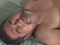 ダンディなおじさんゲイ動画 既婚の中年おやじが男に欲情
