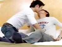 ジーンズと白Tシャツが良く似合うイケメンゲイカップルの爽やかアナルファック