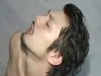 ヒゲイケメンが湯船の中でゲイと絡み合い射精するセクシー映像