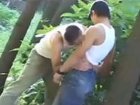 発展場で出会ってすぐにお互いの股間を舐め合うゲイカップル