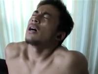 格闘家タイプのイケメンがオナホ手コキでイク!険しい表情も男の色気たっぷり