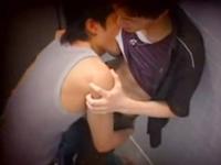 クラブで見つけた可愛い男の子をトイレに連れ込んでアナルを襲うゲイの一部始終を盗撮