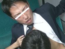 バスで居眠りするサラリーマンを狙って強制フェラチオするゲイ