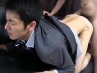 スマートなイケメンサラリーマンがスーツ着たまま尻を突き出してる姿が最高