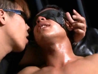 目隠しをしたままのキスで勃起するMっ気のあるヤンチャなお兄さん