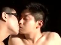 男同士のキスで勃起してしまう童顔青年の可愛いお顔に顔射