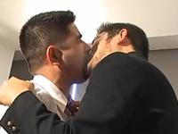 無精ひげがワイルドな男性教師と学ラン男子の濃厚ゲイ動画