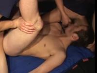 初めてのゲイセックスで口と肛門に男性器をぶち込まれる体育会系男子