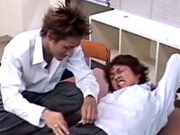 ヤンキーにレイプされる先生!教室でお互いの身体を犯し合うゲイ