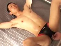 調教中のM男がピチピチのもっこりパンツに穴を開けられアナルを奪われる